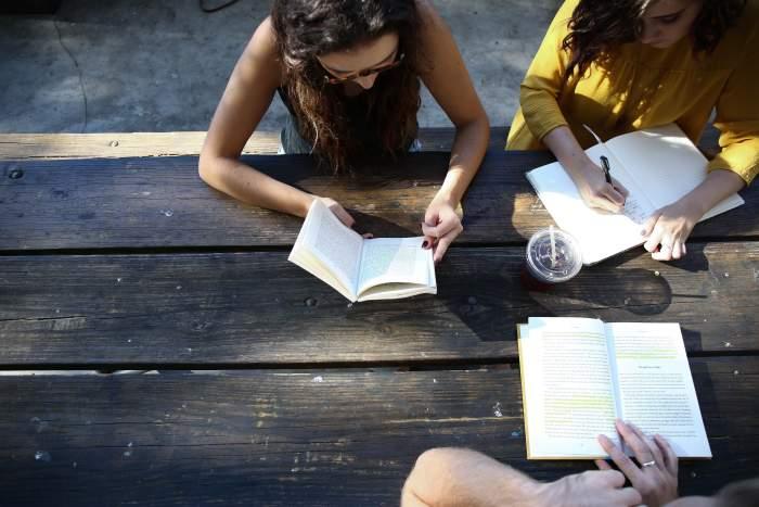 プログラミングの独学で本を使うことが非効率である理由